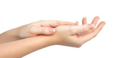 4. Melembutkan Tangan