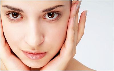 4. Kenakan makeup yang tipis