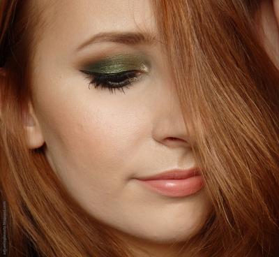 Lipstik Warna Peach & Eyeshadow Hijau