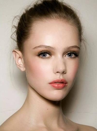 Lipstik Coral/Oranye & Eyeshadow Champagne