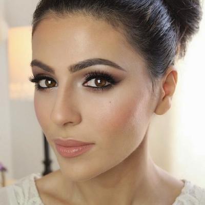 Menggunakan Makeup yang Natural