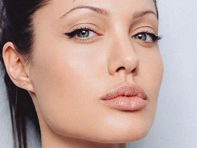 Eyeliner untuk Mata Berbentuk Almond