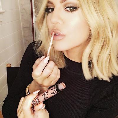 Khloe Kardashian Berbagi Rahasia Lip Liner Favorit Miliknya