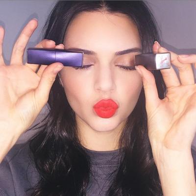 Atasi Bibir Kering Saat Mengaplikasikan Lipstick Matte