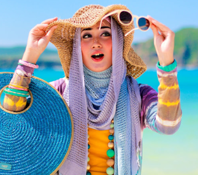 4 Gaya Hijab Photogenic Saat Berlibur Ke Pantai Fashion