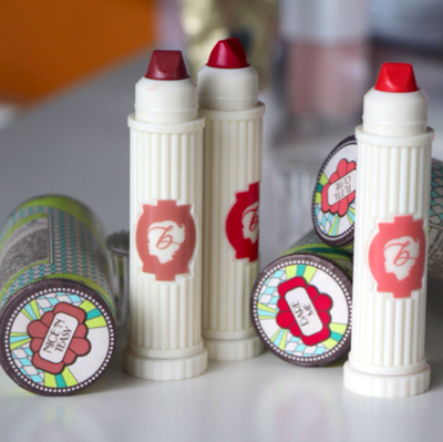 5. BENEFIT COSMETICS Hydra Smooth Lip Color, Rp290.000
