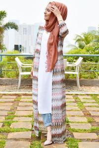 Tampilan Gaya Kasual di Kantor Dengan Hijab Kimono