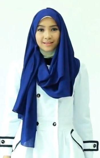 Tampil Menarik Saat ke Kantor Dengan Hijab Pashmina yang Simpel & Praktis