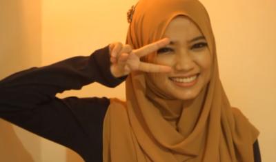 Tutorial Hijab Pashmina Dengan Bros untuk Sehari-hari