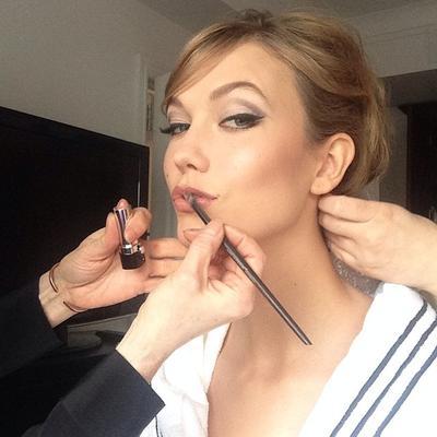 Alat Makeup Favorit Karlie Kloss