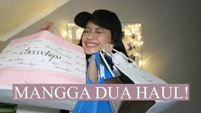 Mengintip Isi Tas Belanjaan Seorang Beauty Vlogger di Mangga Dua