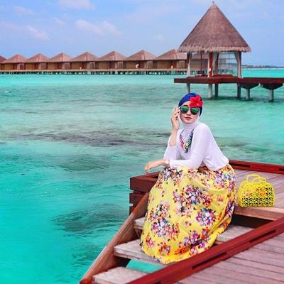4 Gaya Hijab Photogenic Saat Berlibur Ke Pantai Fashion Beautynesia
