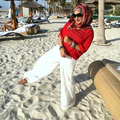 4 Gaya Hijab Photogenic Saat Berlibur ke Pantai