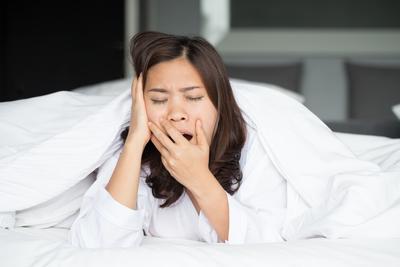 Hindari Tidur Terlalu Lama & Bermalas-malasan