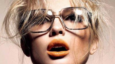 Tips Makeup untuk Kamu yang Memakai Kacamata