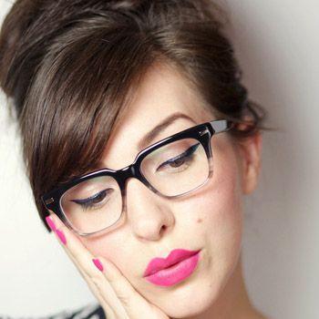 Sesuaikan Tebal Eyeliner dengan Tebal Bingkai Kacamata