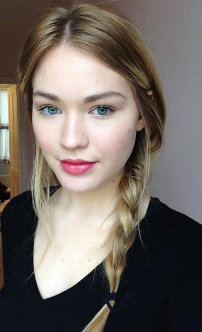 1. Warna Lipstik untuk Kulit Putih  (Fair Skin)
