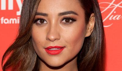 2. Warna Lipstik untuk Kulit Kuning Langsat (Medium Skin)