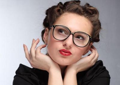 5 Tips Makeup untuk Kamu yang Berkacamata