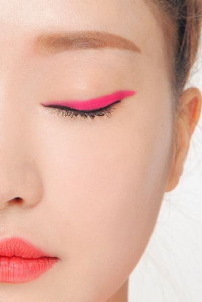 Color Eyeliner Sebagai Aksen Makeup