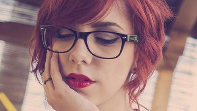 Gaya Makeup Buat Perempuan Berkacamata