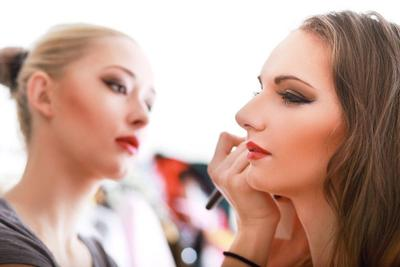 Trik Polesan Eyeshadow untuk Make Over Tanpa Waktu Lama