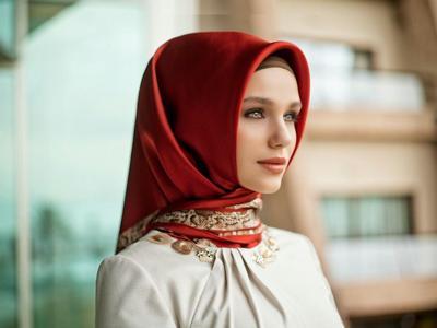 Inspirasi Style Hijab 2016 Dari Artis Indonesia Ternama
