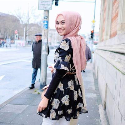 4. Tidak Memakai Double Jilbab