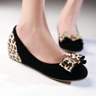 Flat Shoes atau Sepatu Kets
