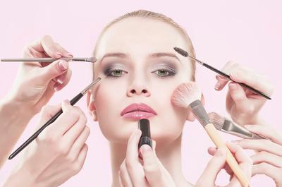 Tips Gaya Makeup Untuk ke Pesta