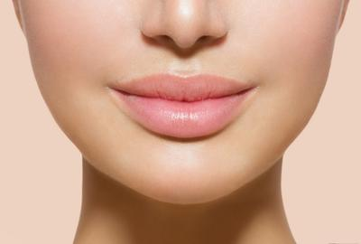 Tips Agar Bibir Tetap Lembab Ketika Memakai Matte Lipstick