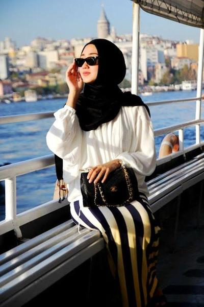Style Hijab Casual untuk Berbagai Acara ala Dian Pelangi