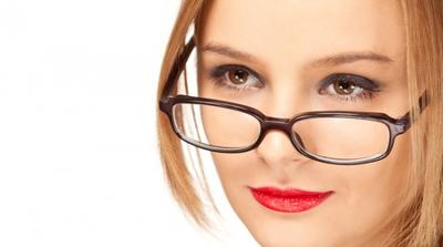 Tips Makeup untuk Wanita Berkacamata