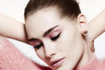 Makeup Feminin untuk Mata