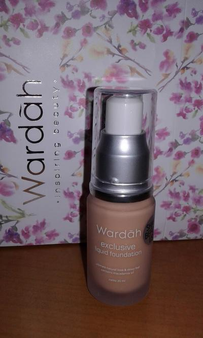 1. Wardah Exclusive Liquid Foundation