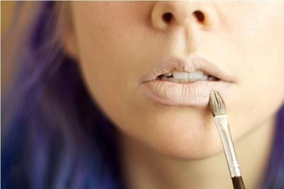 Menyiapkan Bibir Untuk Lipstik