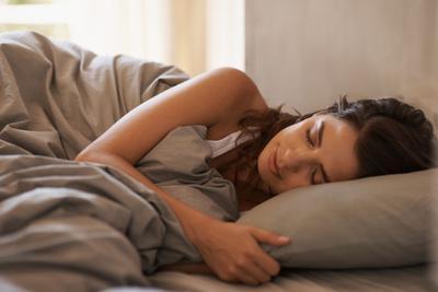6. Hindari Tidur Menghadap Samping