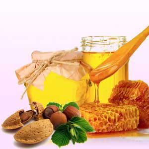 2. Mencampur Minyak Almond Dengan Madu Organik