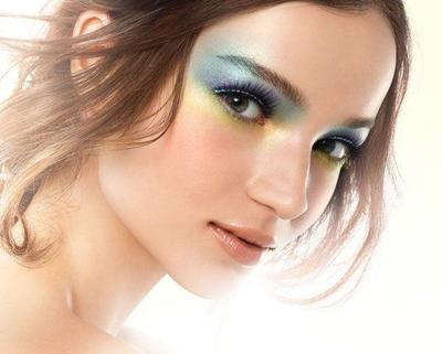 2. Warna Eyeshadow Terlalu Ekstrim