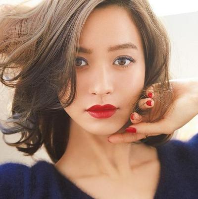 4. Warna Lipstik yang Tidak Alami