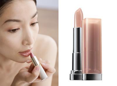 3. Fokuskan Perhatian pada Bibir Glossy
