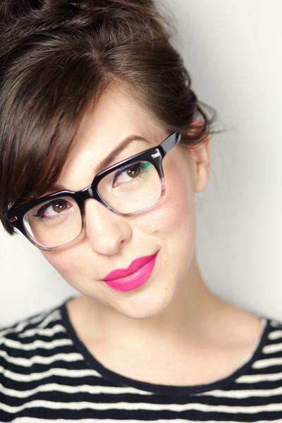 Gaya Makeup untuk yang Berkacamata