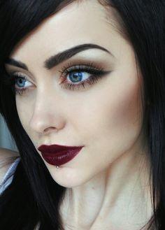 1. Makeup Gothic untuk Tampilan Sehari-Hari