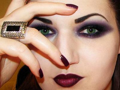 2. Gaya Makeup Gothic untuk ke Pesta