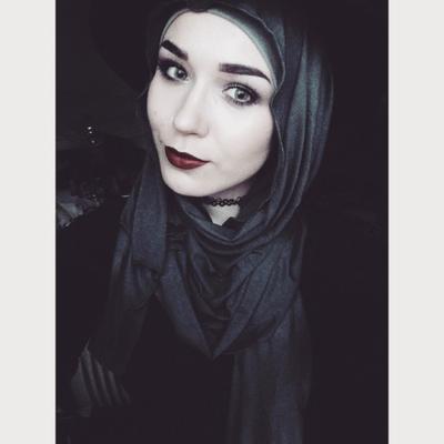 3. Makeup Gothic untuk Wanita Berhijab