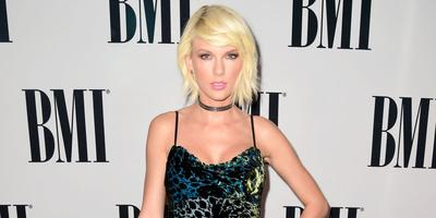 Penampilan Gothic Glam Taylor Swift