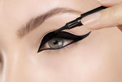 Top 5 Eyeliner di Bawah Rp50.000 untuk Kulit Berminyak