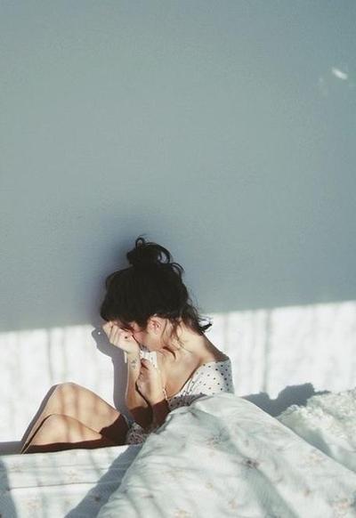 Dampak Buruk Tidur Tanpa Membersihkan Makeup