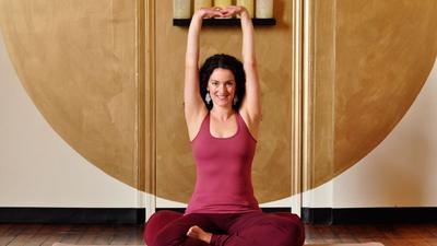 12 Pose Yoga untuk Mengatasi Sakit Pundak dan Leher (Bagian 1)