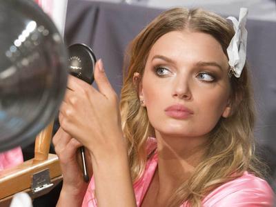 Cari Tahu Cara Benar untuk Touch Up Makeup